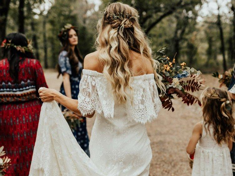 Bridesmaid hairstyle for fall wedding