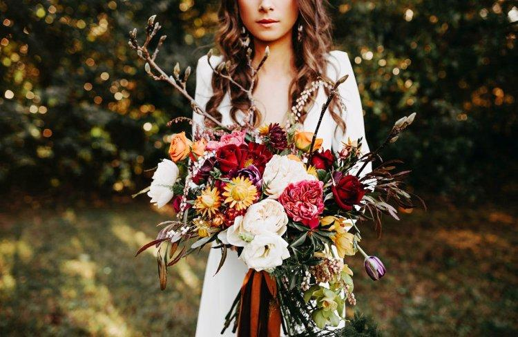 Autumn bride's bouquet with branches