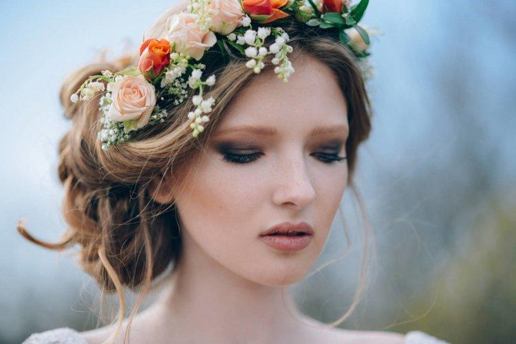 Bright autumn makeup for the bride