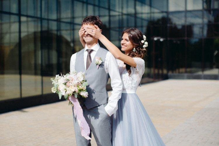 Harmonious images of the bride and groom