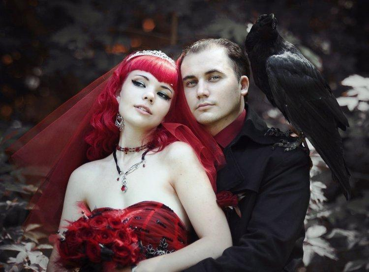 Gothic image of the bride in the color of Marsala