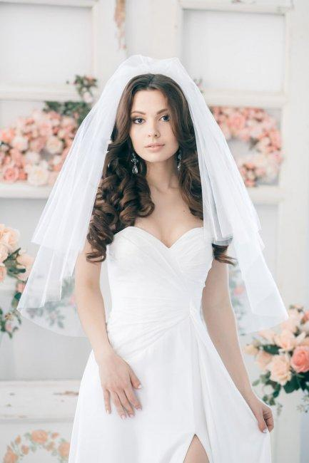Luxurious curls with a veil