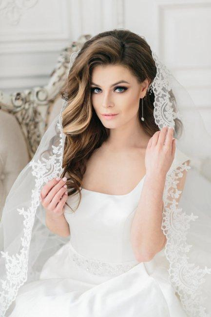 Elegant hairstyle with veil