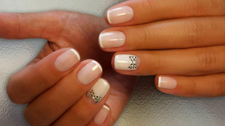 French - a classic of wedding manicure