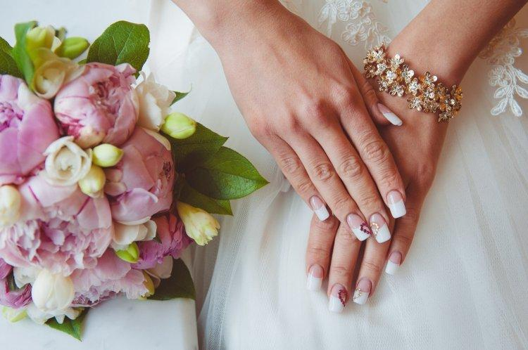 Classic and trendy jacket – a win-win wedding manicure for the bride